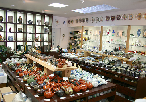 Specialized porcelain n pottery store